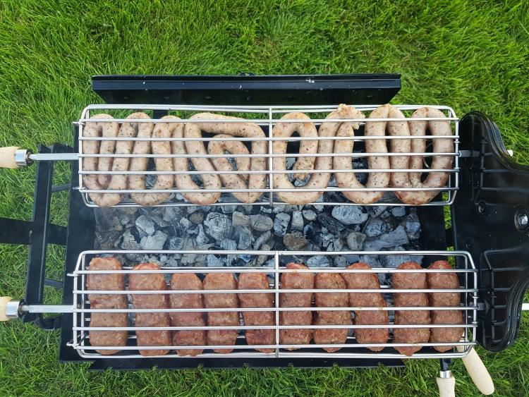 Mititei si carnati la rotisor cu Grillia - The Spinner BBQ