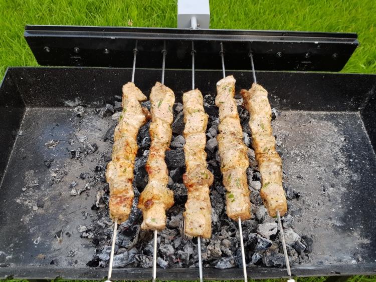 Frigarui de porc Piperato la rotisor cu Grillia - The Spinner BBQ